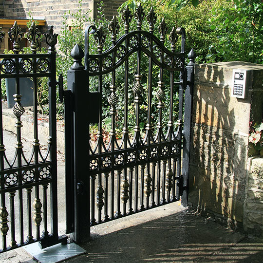 SIDE ENTRANCE GATES