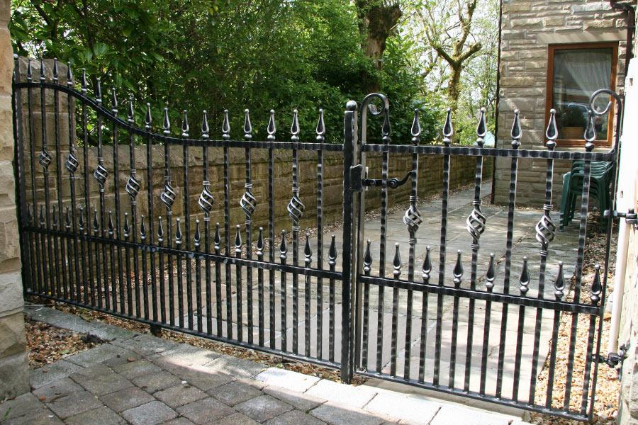 salisbury bespoke drive gate