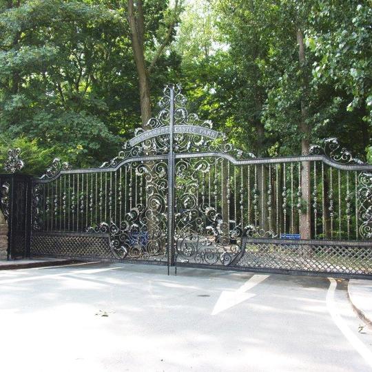 LARGE GATE DESIGNS
