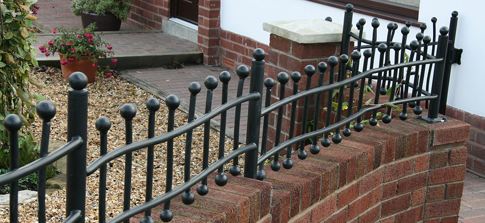 RAILINGS & SIDE GATES